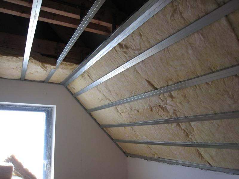 К выбору утеплителя для крыши следует подходить основательно.