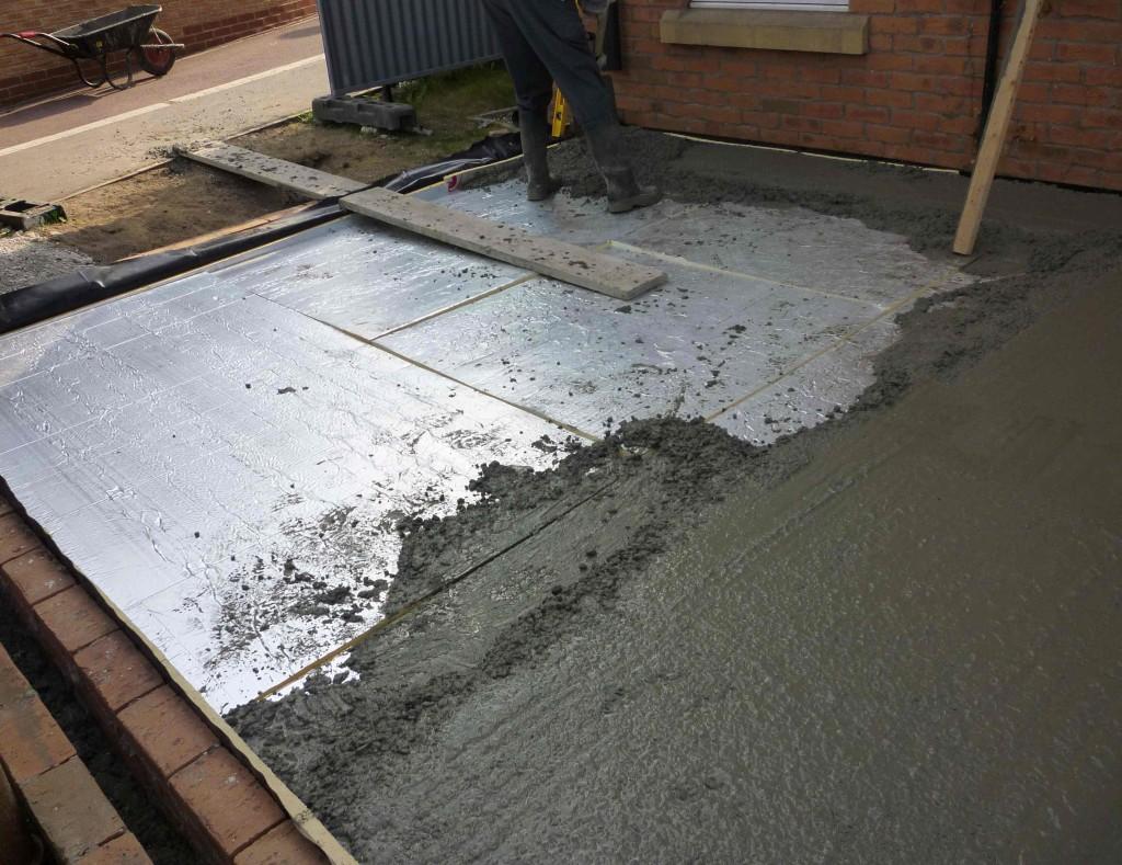 Выбор материалов для бетонного пола должен основываться на их прочности.