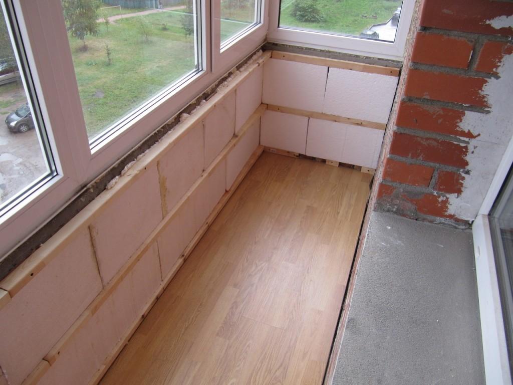 Выбор утеплителя для балкона зависит от типа дома и средств владельца.