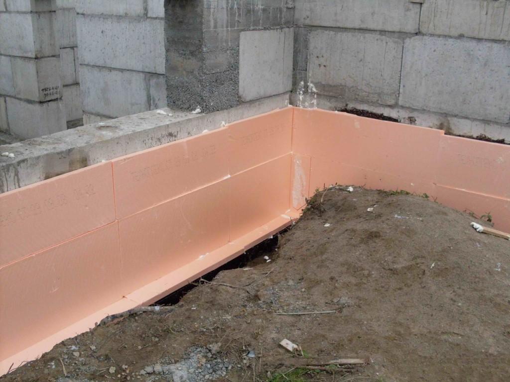 Пеноплекс - отличный материал для утепления ленточных, монолитных и традиционных фундаментов.
