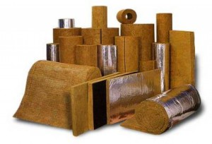 Базальтовый утеплитель продается в плитах или рулонах.