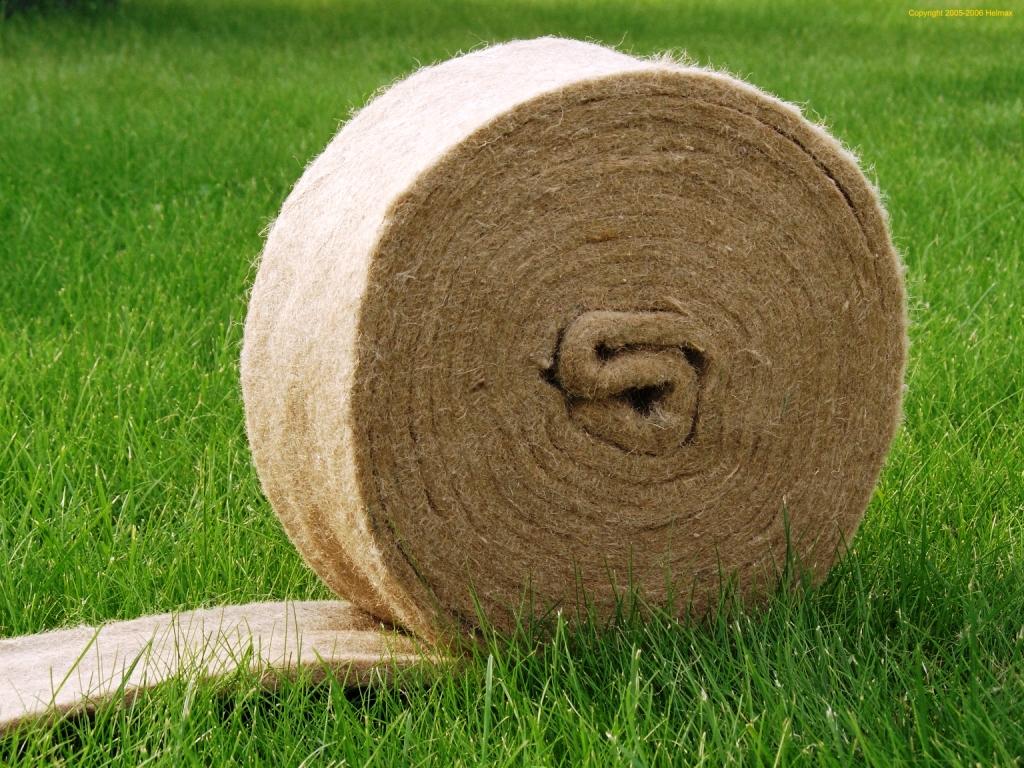Это натуральный, экологичный материал, однако, подверженный вредному воздействию моли и микроогранизмов.