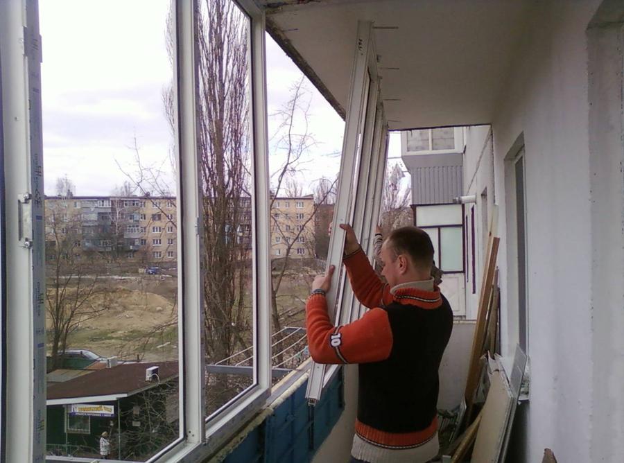 Остекление балкона - первая и наиболее значимая ступень в успешном утеплении балкона