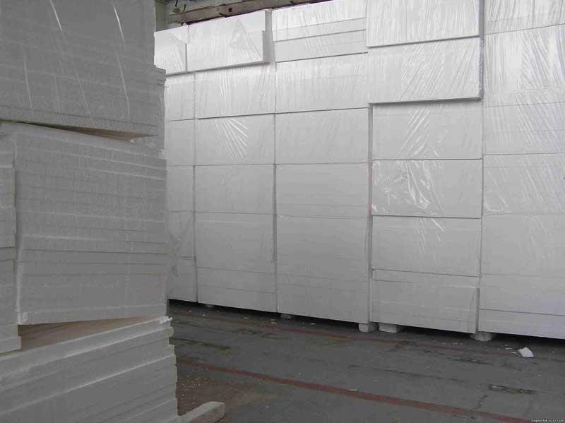 Пенопластовые плиты не деформируются, в отличие от других утеплителей