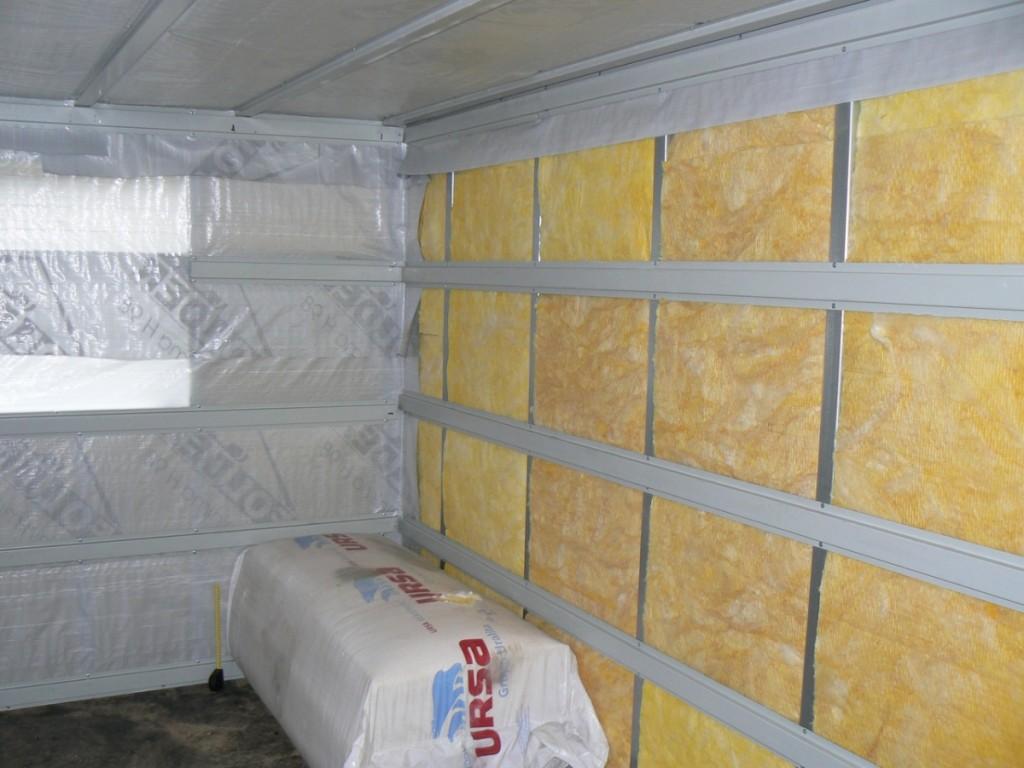 Утепление стен бани следует начинать только когда сооружение уже возведено.