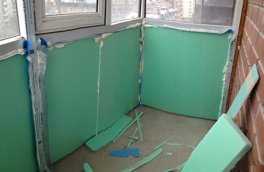 Для утепления стен зачастую используется гипсокартон. Стыки так же обрабатываются монтажной пеной.