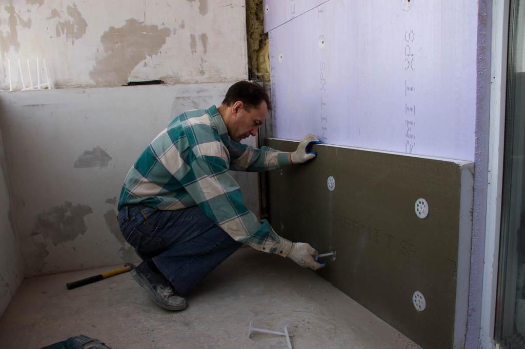 Утепление стен пенополистиролом требует предварительной обработки.