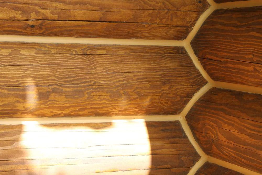 В некоторых случаях для утепления деревянного дома достаточно межвенцового уплотнителя