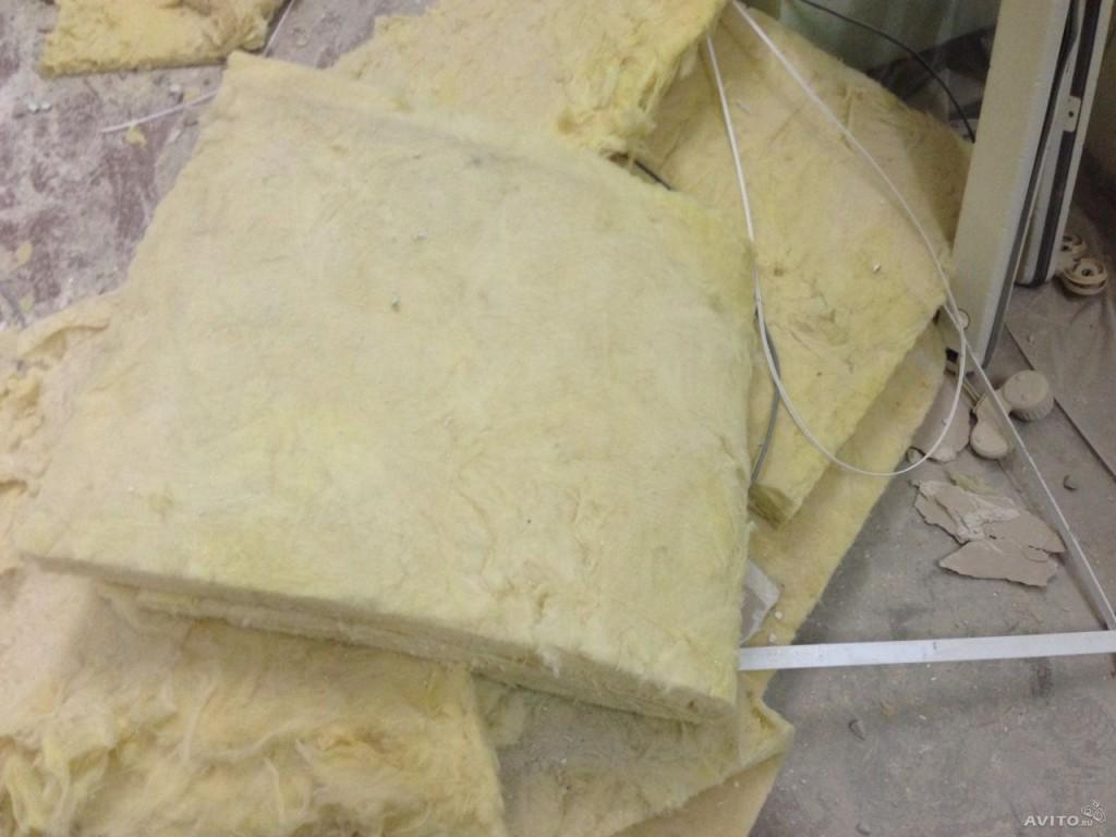 Плиты Урса не крошатся, не ломаются и достаточно плотно фиксируются в распорах