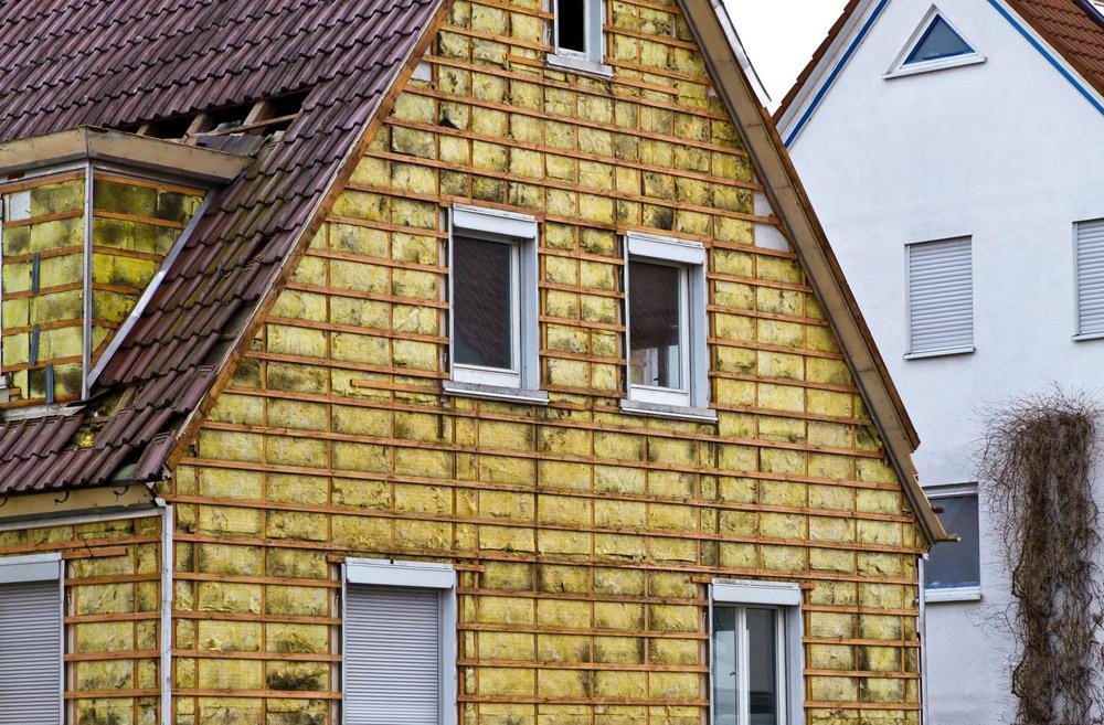 Утепление деревянного дома снаружи весьма эффективно